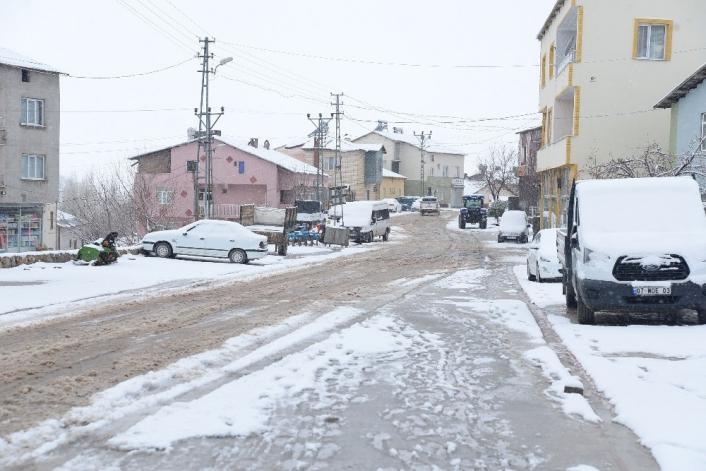 Çelikhan´da kar yağışı başladı