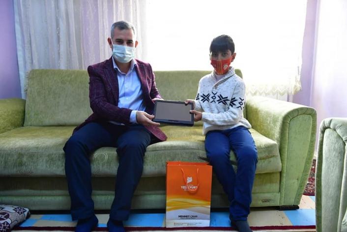 Çınar´dan tablet almaya hak kazanan öğrencilere sürpriz ziyaret