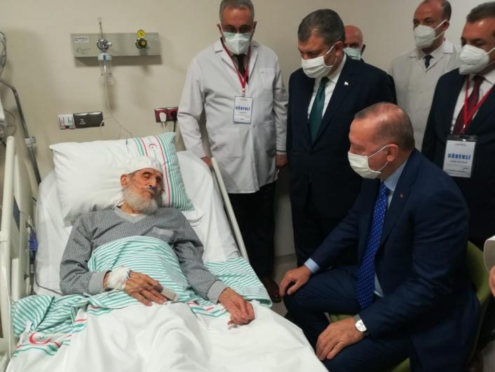 Cumhurbaşkanı Erdoğan´dan Fethi Sekin´in babası ile kanaat önderi Nazırlı´ya hastanede ziyaret