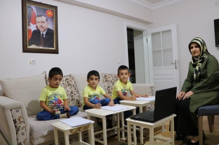 Cumhurbaşkanı Erdoğan´ın ismini taşıyan üçüzlerin evleri sınıfları oldu