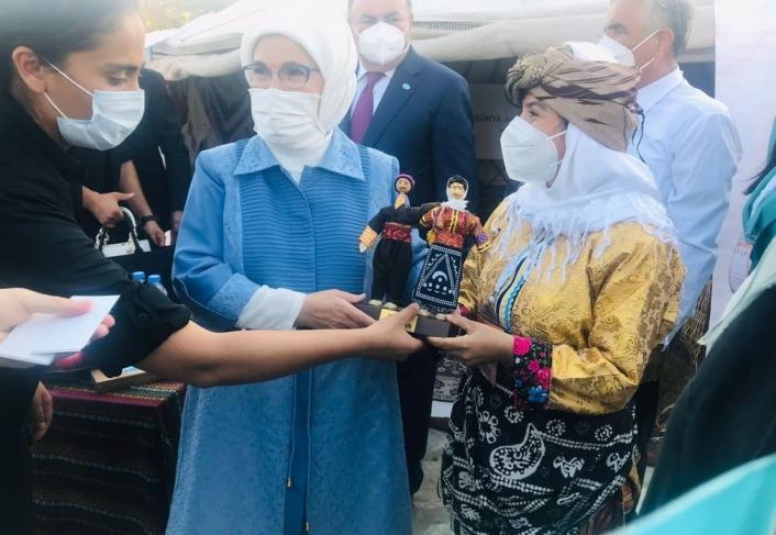 Cumhurbaşkanı Erdoğan ve eşi Emine Erdoğan´a yemeni hediye edildi