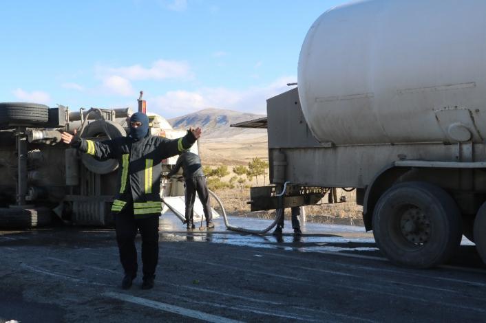 Devrilen oksijen yüklü tanker, paniğe neden oldu (2)