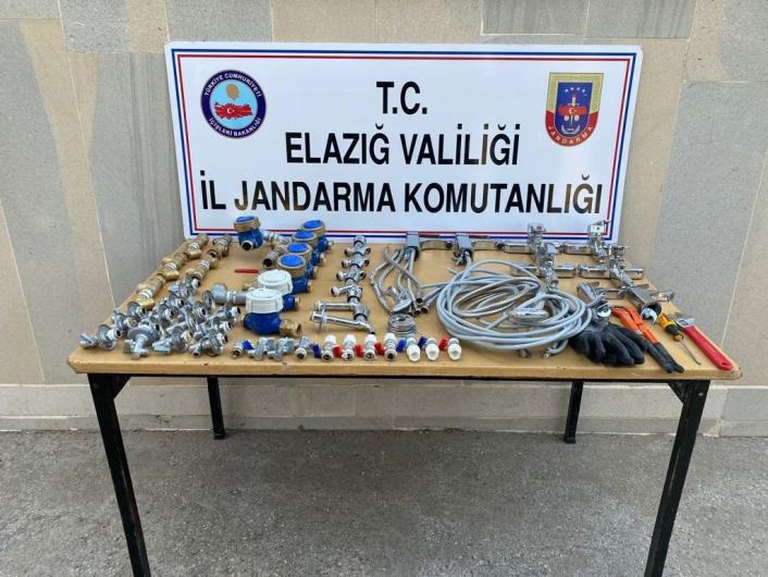 Devriye atan jandarma ekipleri, hırsızları suçüstü yakaladı
