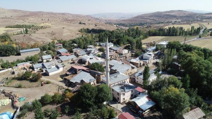 Dillerden düşmeyen o köye, Ahmet Kutsi Tecer anıtı yapılacak