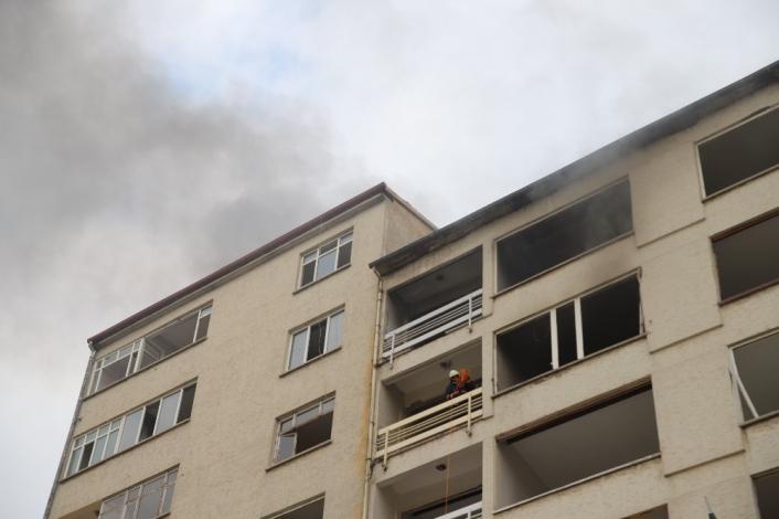 Elazığ´a hasarlı binada yangın