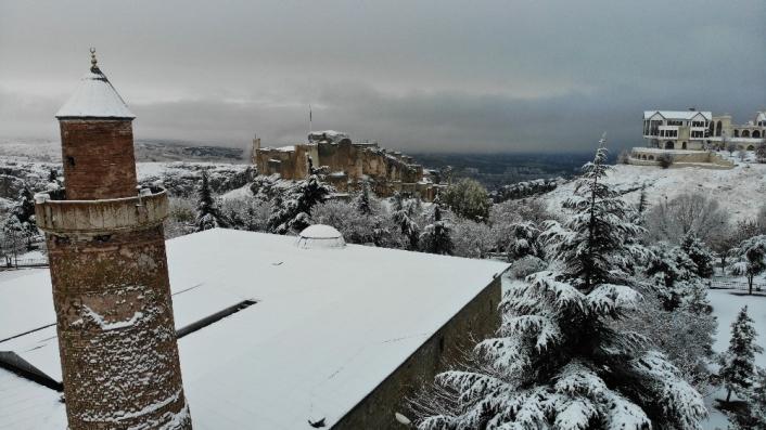 Elazığ´a mevsimin ilk karı yağdı, Harput´ta kartpostallık görüntüler oluştu