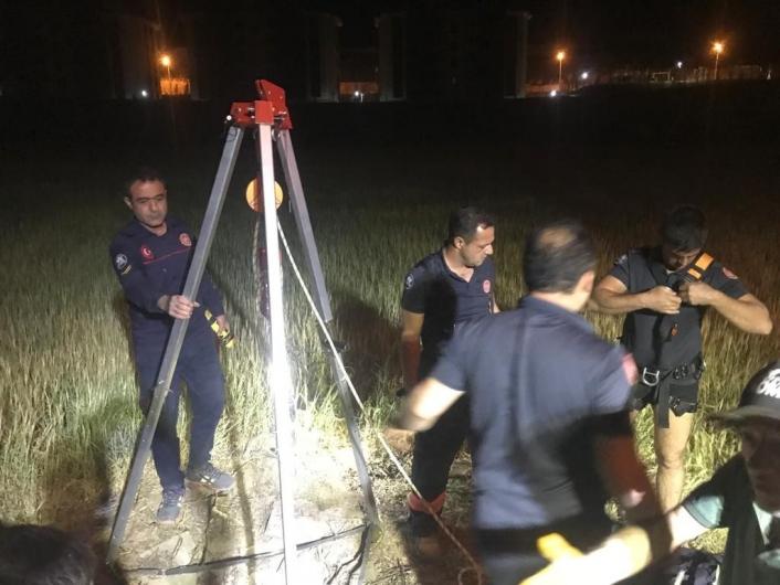 Elazığ´da 20 metrelik kuyuya düşen koyun kurtarıldı