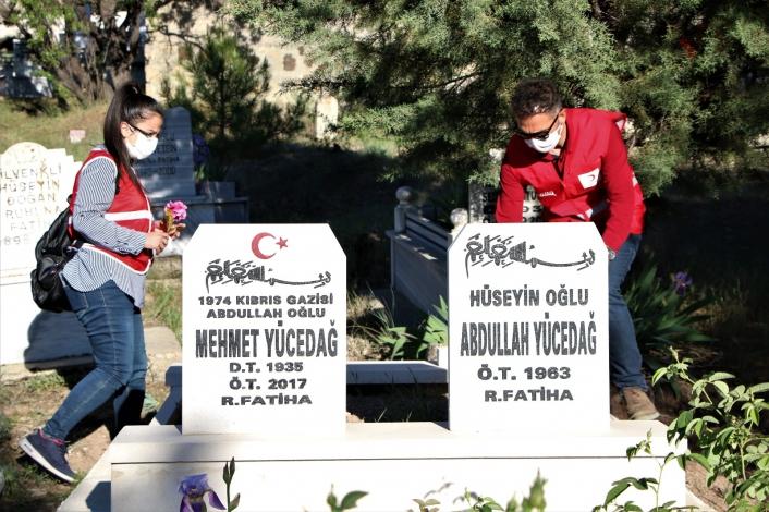 Elazığ´da 250 gönüllüden, mezarlıklarda vefa hizmeti