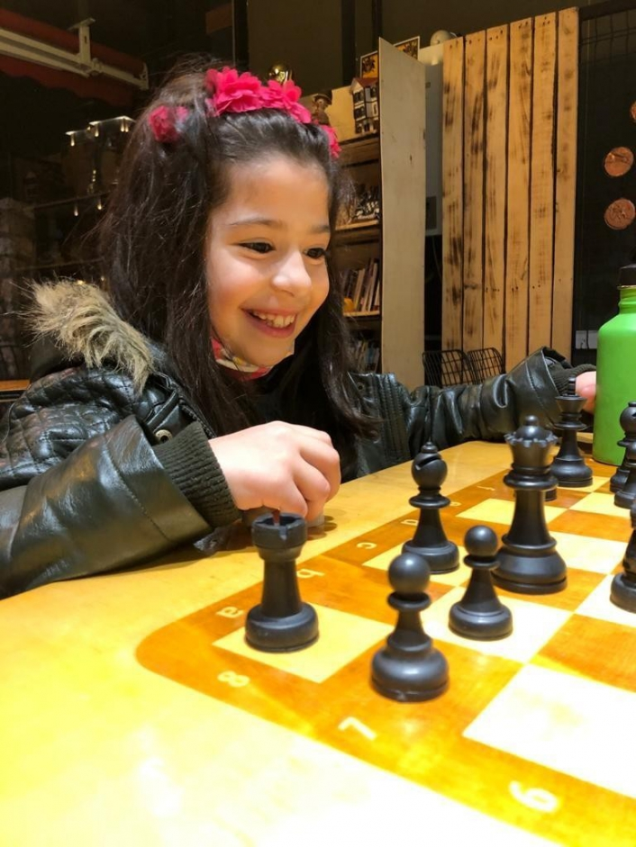 Elazığ´da 7 yaşındaki Azra satrançta milli takıma seçildi