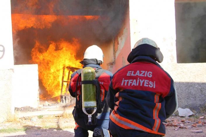 Elazığ´da ateşin kahramanları 8 ayda bin 119 yangına müdahale etti
