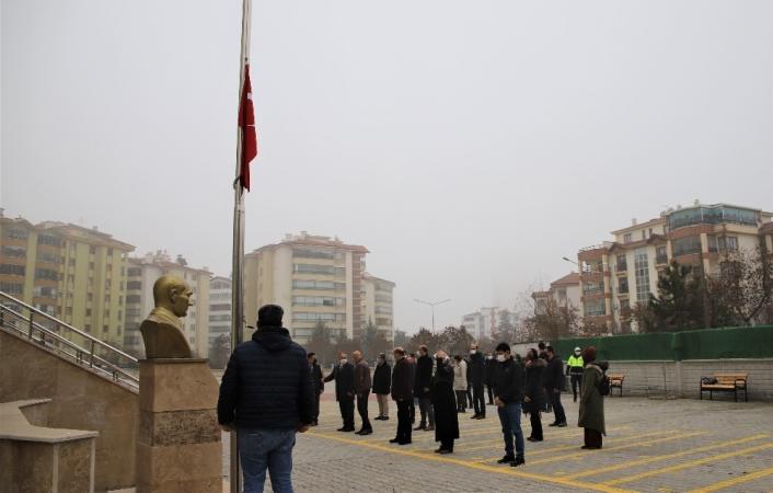 Elazığ´da bayrak töreni eşliğinde istiklal Marşı okundu