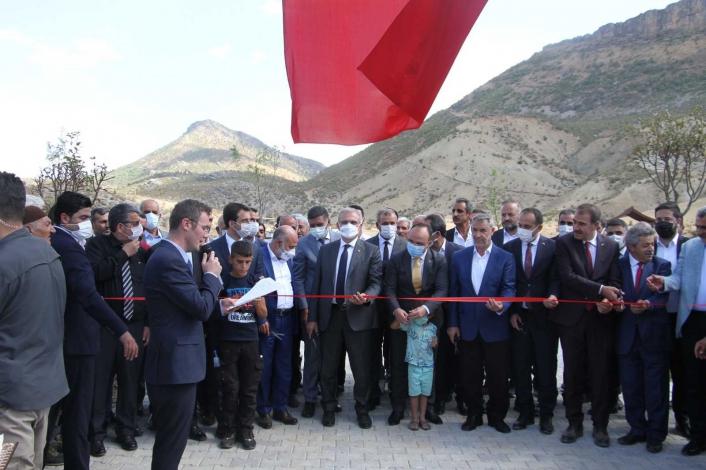 Elazığ´da belde belediyesi vatandaşlar için Millet Bahçesi yaptı, iki vali açılışa katıldı