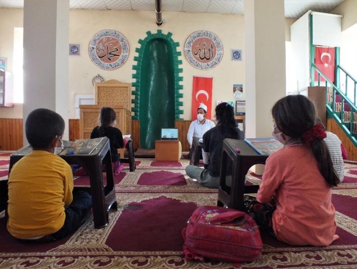 Elazığ´da cami depremzede öğrencilerin eğitim yuvası oldu
