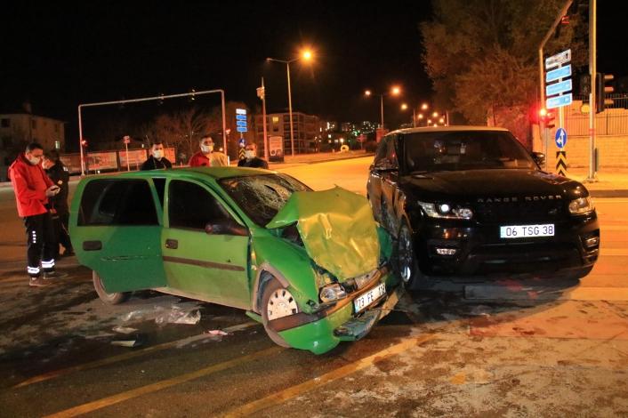 Elazığ´da cip ile otomobil çarpıştı: 2 ağır yaralı