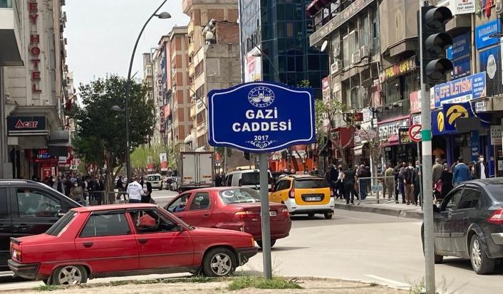 Elazığ´da Covid-19 tedbiri, 3 cadde araç trafiğine kapatıldı
