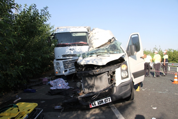 Elazığ´da düğün yolunda feci kaza: 3 ölü, 10 yaralı