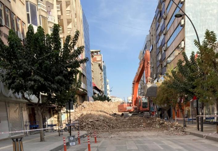 Elazığ´da Gazi Caddesi,yıkım çalışması nedeniyle kısmen kapatıldı