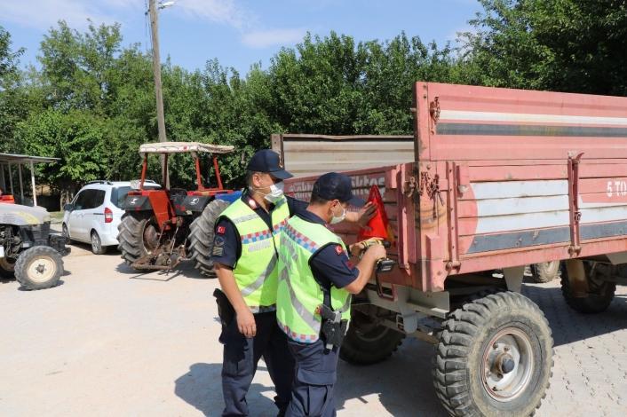 Elazığ´da jandarma, traktör denetimi yaptı