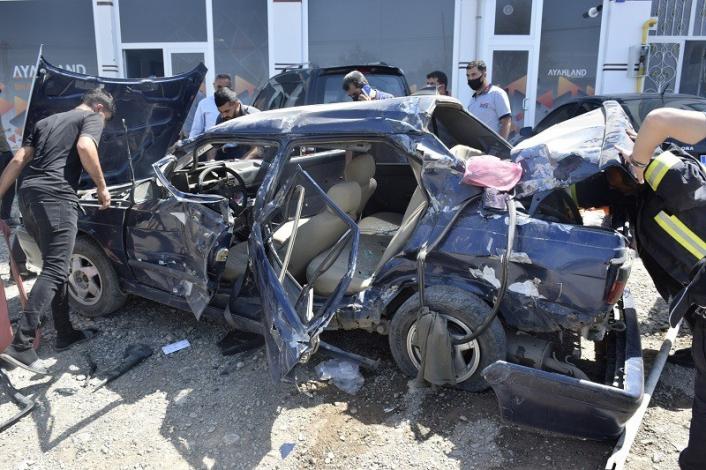 Elazığ´da kamyonete arkadan çarpan otomobil hurdaya döndü: 2 yaralı