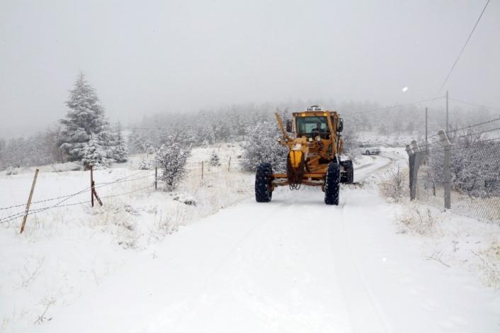 Elazığ´da kar 38 köy yolunu kapattı