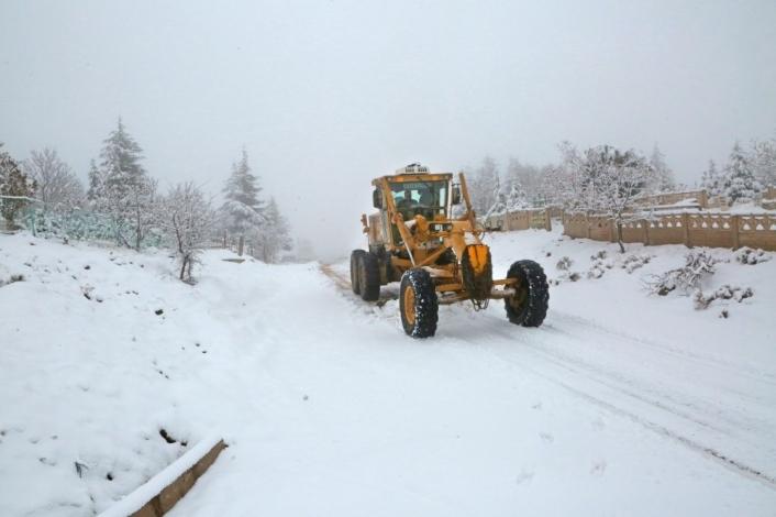 Elazığ´da kar 88 köy yolunu kapattı