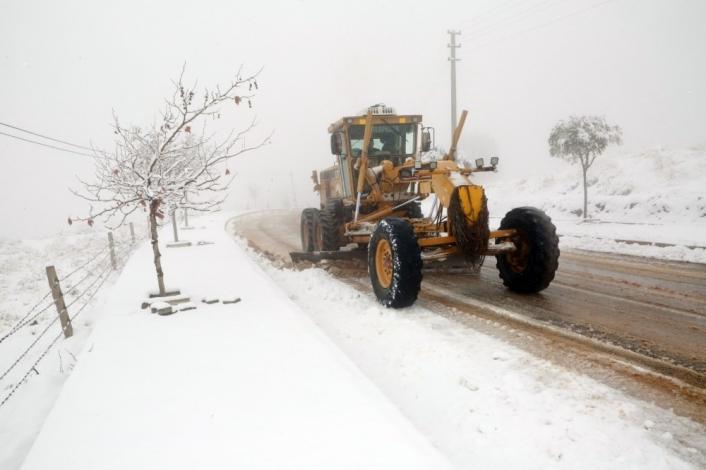 Elazığ´da kar 90 köy yolunu ulaşıma kapattı
