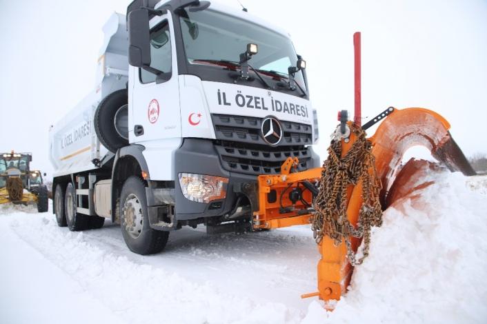 Elazığ´da kar nedeniyle kapanan 148 köy yolu açıldı, 121´i için çalışma sürüyor