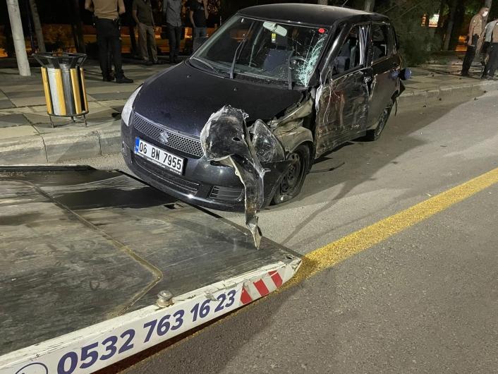 Elazığ´da kontrolden çıkan otomobil ağacı devirdi: 3 yaralı