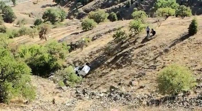 Elazığ´da otomobil 150 metreden aşağı yuvarlandı: 2 yaralı