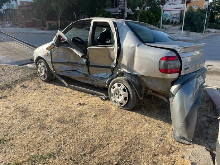 Elazığ´da otomobil ile hafif ticari araç çarpıştı: 3 yaralı