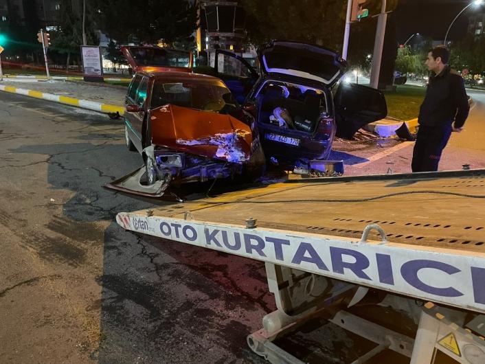 Elazığ´da otomobiller çarpıştı: 1 yaralı