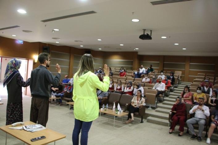 Elazığ´da sağlık çalışanlarına yönelik ´Hayatlarımız Sallanmasın´ adlı tiyatro etkinliği düzenlendi