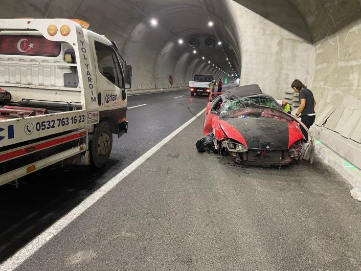 Elazığ´da takla atan otomobil hurdaya döndü: 1 yaralı