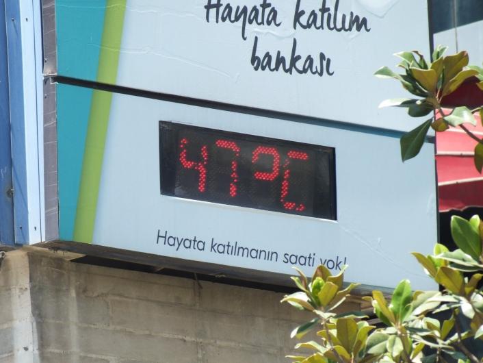 Elazığ´da termometreler 47 dereceyi gösterdi, caddeler boş kaldı