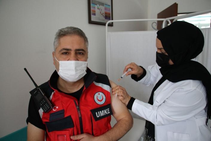 Elazığ´da  UMKE personeli Covid-19 aşısı oldu