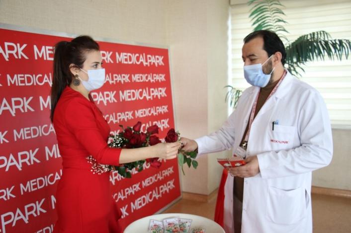 Elazığ´da yeni yıl öncesi sağlıkçılara moral