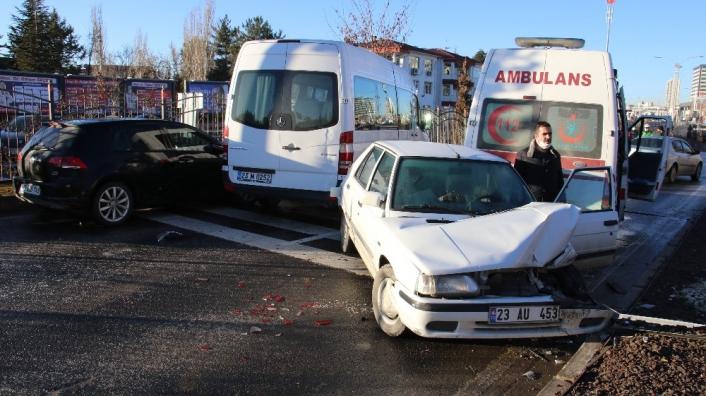 Elazığ´da zincirleme kaza, kazaları beraberinde getirdi, 18 araç  karıştı