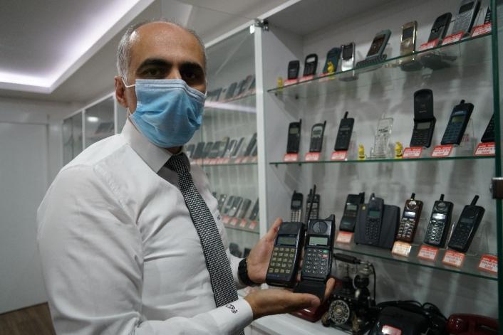 Elazığ´daki telefon koleksiyonu görenleri hayrete düşürüyor
