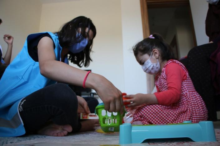 Elazığ depreminin sembol ismi Yüsra bebek ve annesine bayram ziyareti