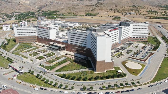 Elazığ Fethi Sekin Şehir Hastanesi, deprem ve pandemide hem şehrin hem de bölgenin lokomotifi oldu