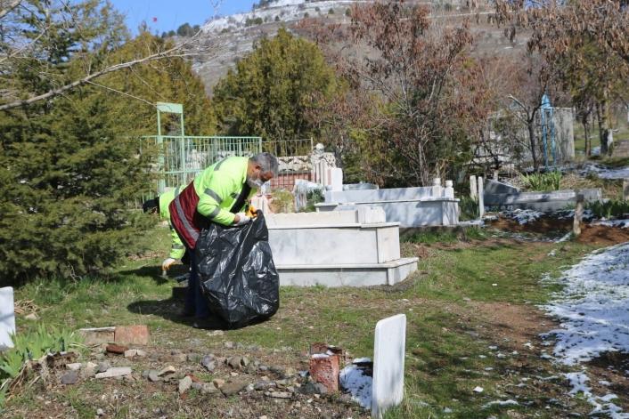 Elazığ´ın mahalle mezarlıklarında kapsamlı temizlik