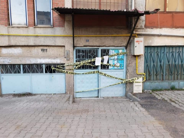 Elazığ Karakoçan´da 5 katlı apartman karantinaya alındı