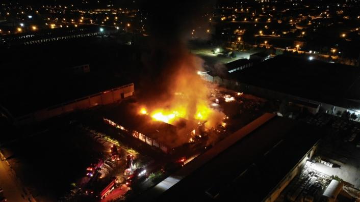 Elazığ OSB´de yangın, çok sayıda ekip müdahale ediyor
