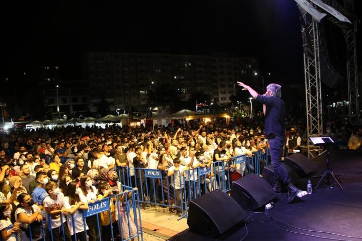 Elazığlılar Salçalı Köfte Festivalinde Zafer Döner´le coştu