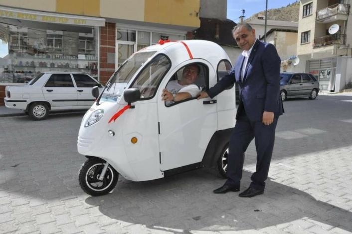 Engelli vatandaşa elektrikli motor jesti