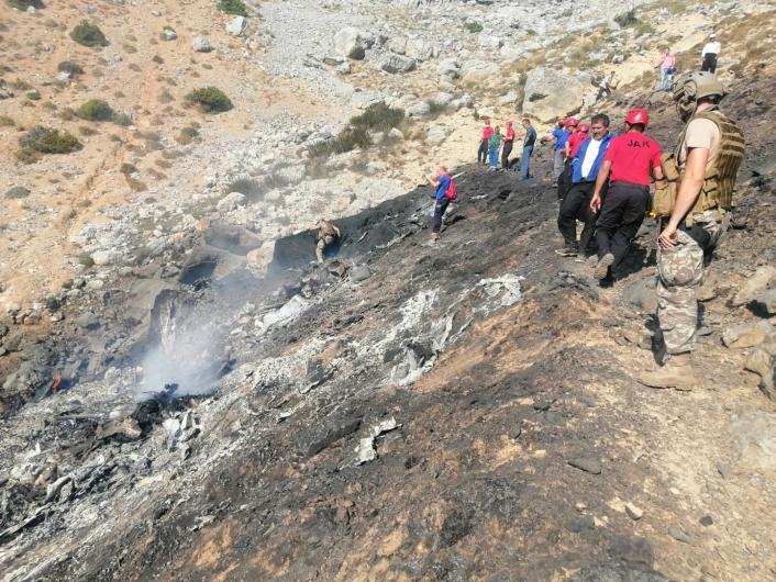 Enkaz bölgesinde ekipler çalışmalarını sürdürüyor