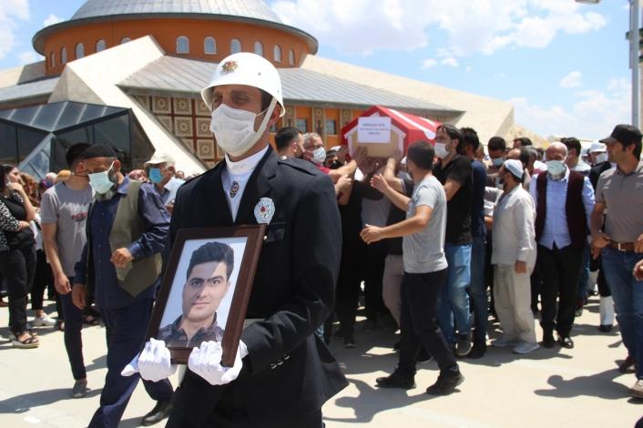 Eşinin öldürdüğü Özel Harekat Polisi toprağa verildi