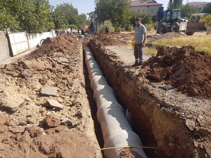 Fatih mahallesine yağmur suyu boruları döşeniyor