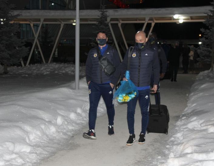 Fenerbahçe kafilesine Sivas´ta coşkulu karşılama