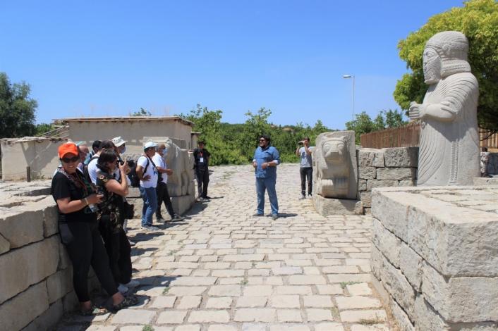 Fotoğraf severler, Battalgazi´deki tarihi mekanları gezdi